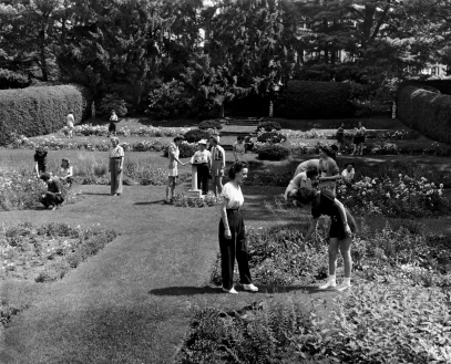 1940 Garden